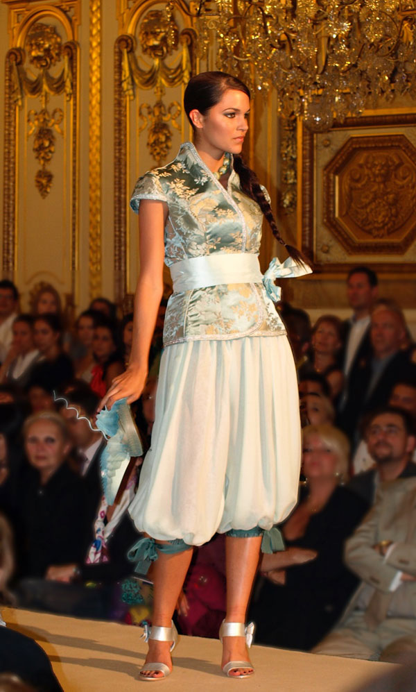 Robe orientale lyon nawel mania couture robe de mariee for Robe de mariage orientale