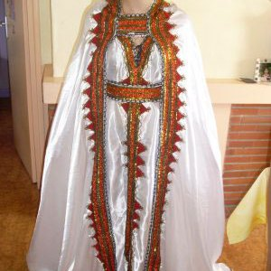 robe-kabyle-blanche-traditionnelle