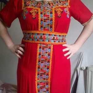 robe-kabyle-rouge-traditionnelle