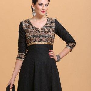 salwar-kameez-noir-traditionnelle-moderne