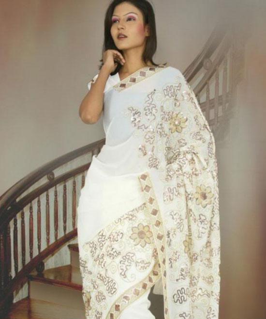 sari indien blanc en mousseline et satin de soie pas cher. Black Bedroom Furniture Sets. Home Design Ideas