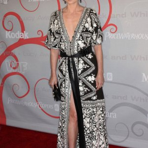 21-debra-messing-caftan
