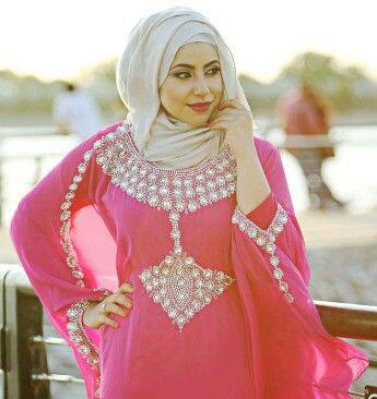 Robe de mariee orientale avec hijab