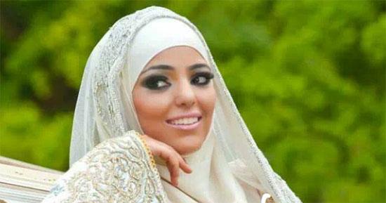takchita avec hijab et couronne parure de bijoux pas cher. Black Bedroom Furniture Sets. Home Design Ideas